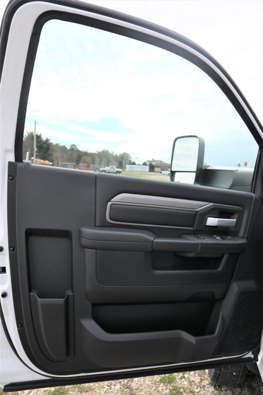 2019 Ram 5500 Regular Cab DRW 4x4, Palfinger Mechanics Body #710612 - photo 18