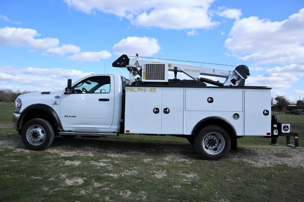 2019 Ram 5500 Regular Cab DRW 4x4, Palfinger PAL Pro 43 Mechanics Body #710614 - photo 4