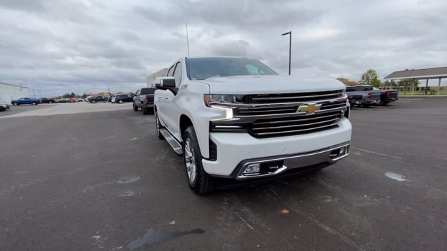 2021 Chevrolet Silverado 1500 Crew Cab 4x4, Pickup #108067 - photo 4