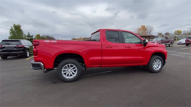 2021 Chevrolet Silverado 1500 Double Cab 4x4, Pickup #132991 - photo 2