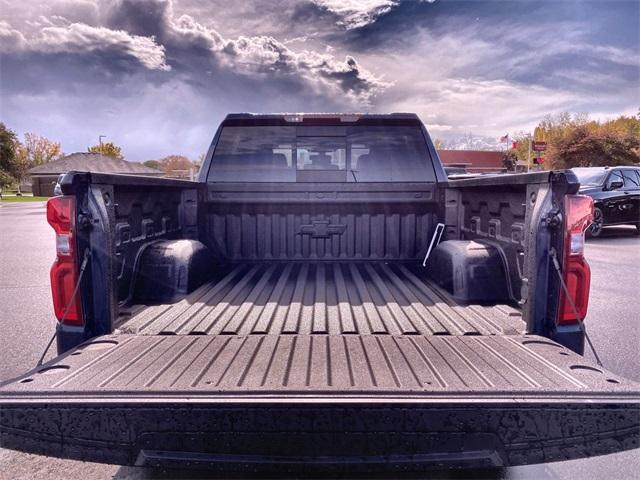 2020 Chevrolet Silverado 1500 Crew Cab 4x4, Pickup #441885 - photo 3