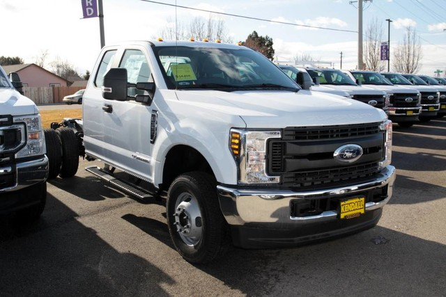 2019 Ford F-350 Super Cab DRW 4x4, Cab Chassis #RN20192 - photo 3