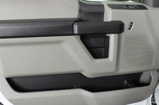 2020 Ford F-350 Regular Cab DRW 4x2, Cab Chassis #RN22176 - photo 6