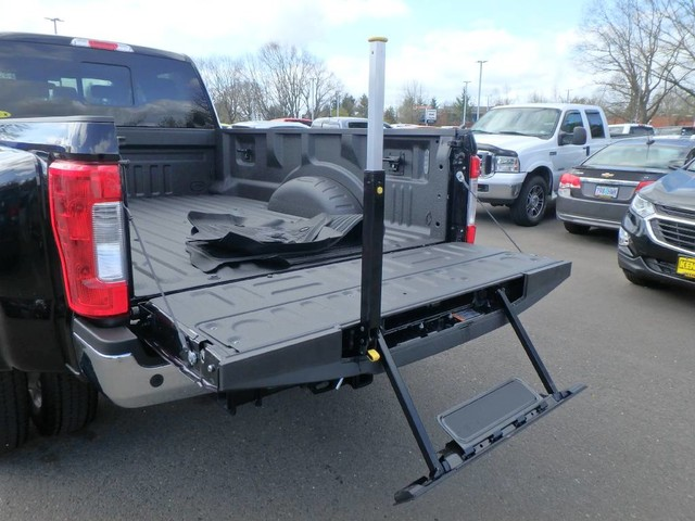 2018 F-450 Crew Cab DRW 4x4,  Pickup #FC23101 - photo 9