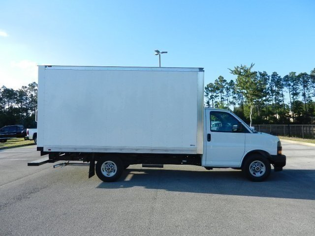 2018 Savana 3500 4x2,  Supreme Cutaway Van #171401T - photo 1