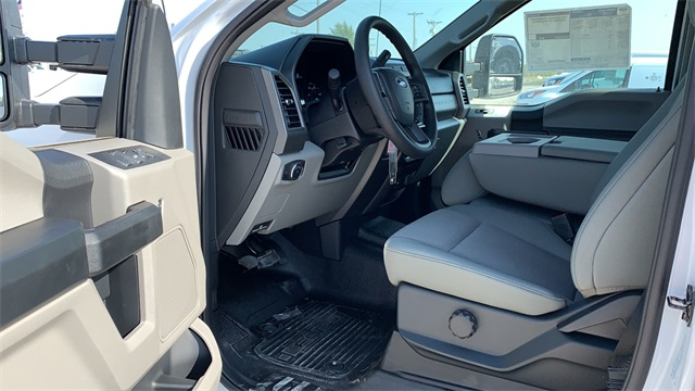 2020 Ford F-350 Crew Cab DRW 4x4, Cab Chassis #F201114 - photo 28