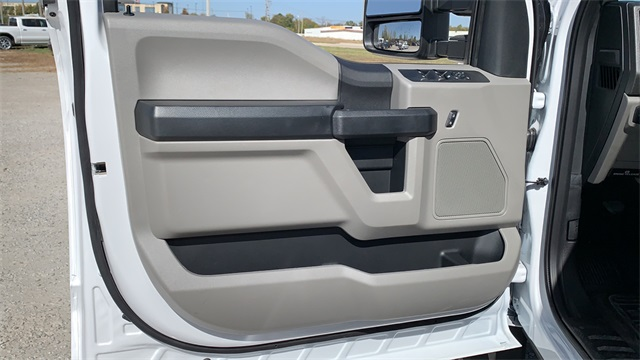 2020 Ford F-550 Crew Cab DRW 4x4, Cab Chassis #F201117 - photo 16