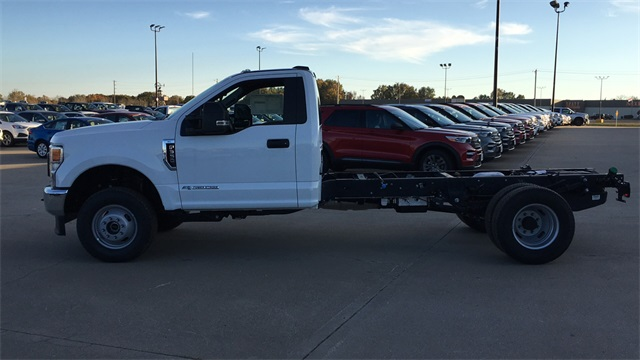 2020 Ford F-350 Regular Cab DRW 4x4, Cab Chassis #F20758 - photo 5