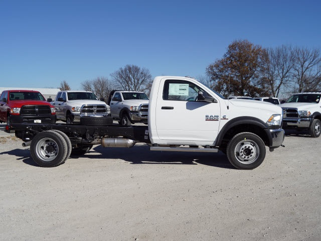 2018 Ram 5500 Regular Cab DRW 4x2,  Cab Chassis #30611 - photo 3