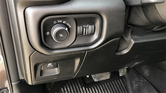 2019 Ram 1500 Crew Cab 4x4, Pickup #40027 - photo 18