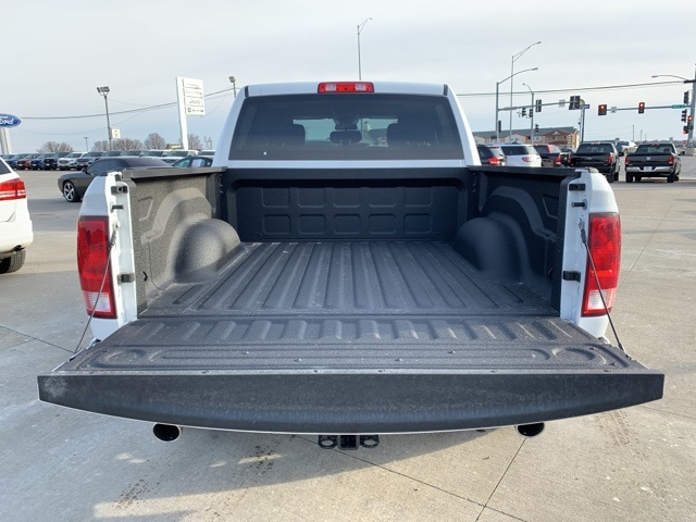 2019 Ram 1500 Crew Cab 4x4, Pickup #40813 - photo 6