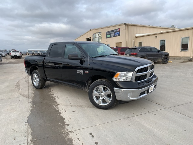 2019 Ram 1500 Crew Cab 4x4, Pickup #40816 - photo 1