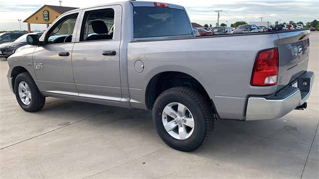 2020 Ram 1500 Crew Cab 4x4, Pickup #50191 - photo 3