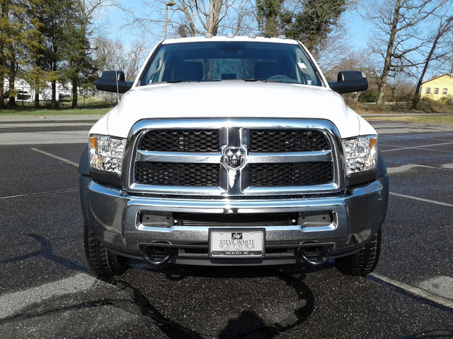 2018 Ram 5500 Crew Cab DRW 4x4,  Knapheide Service Body #10621 - photo 4