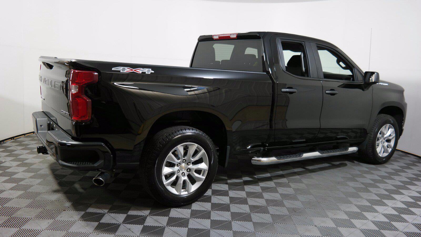 2020 Chevrolet Silverado 1500 Double Cab 4x4, Pickup #FL011751 - photo 2