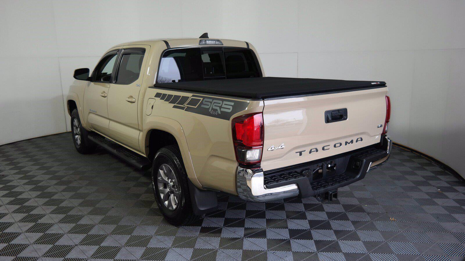 2018 Toyota Tacoma Double Cab 4x4, Pickup #FL1017D1 - photo 7