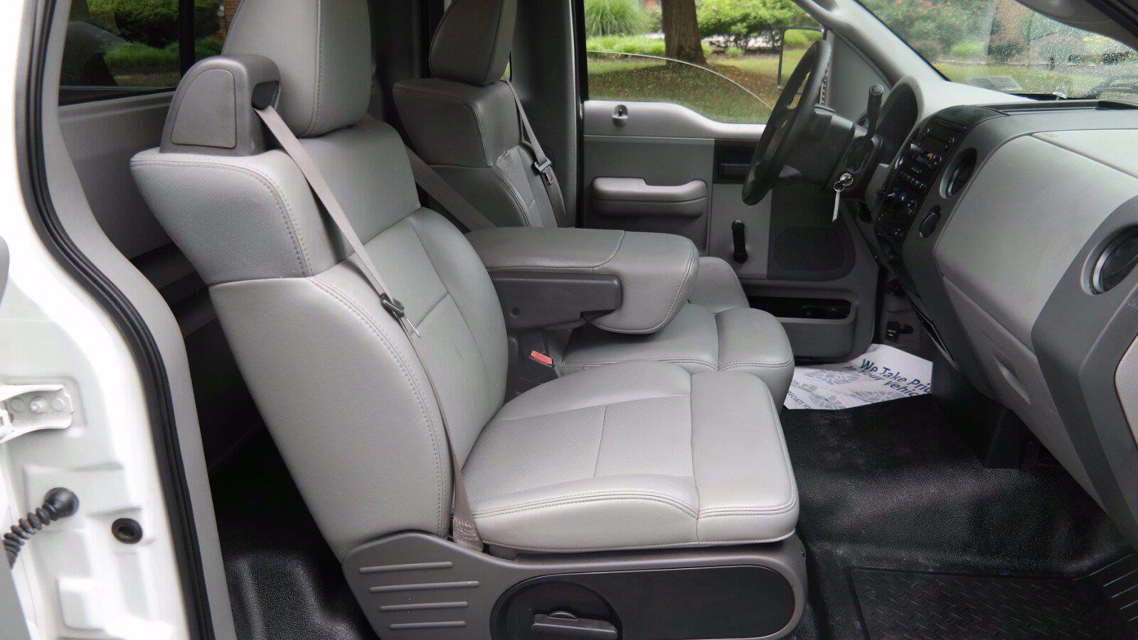 2006 Ford F-150 Regular Cab 4x2, Pickup #FL103831 - photo 7