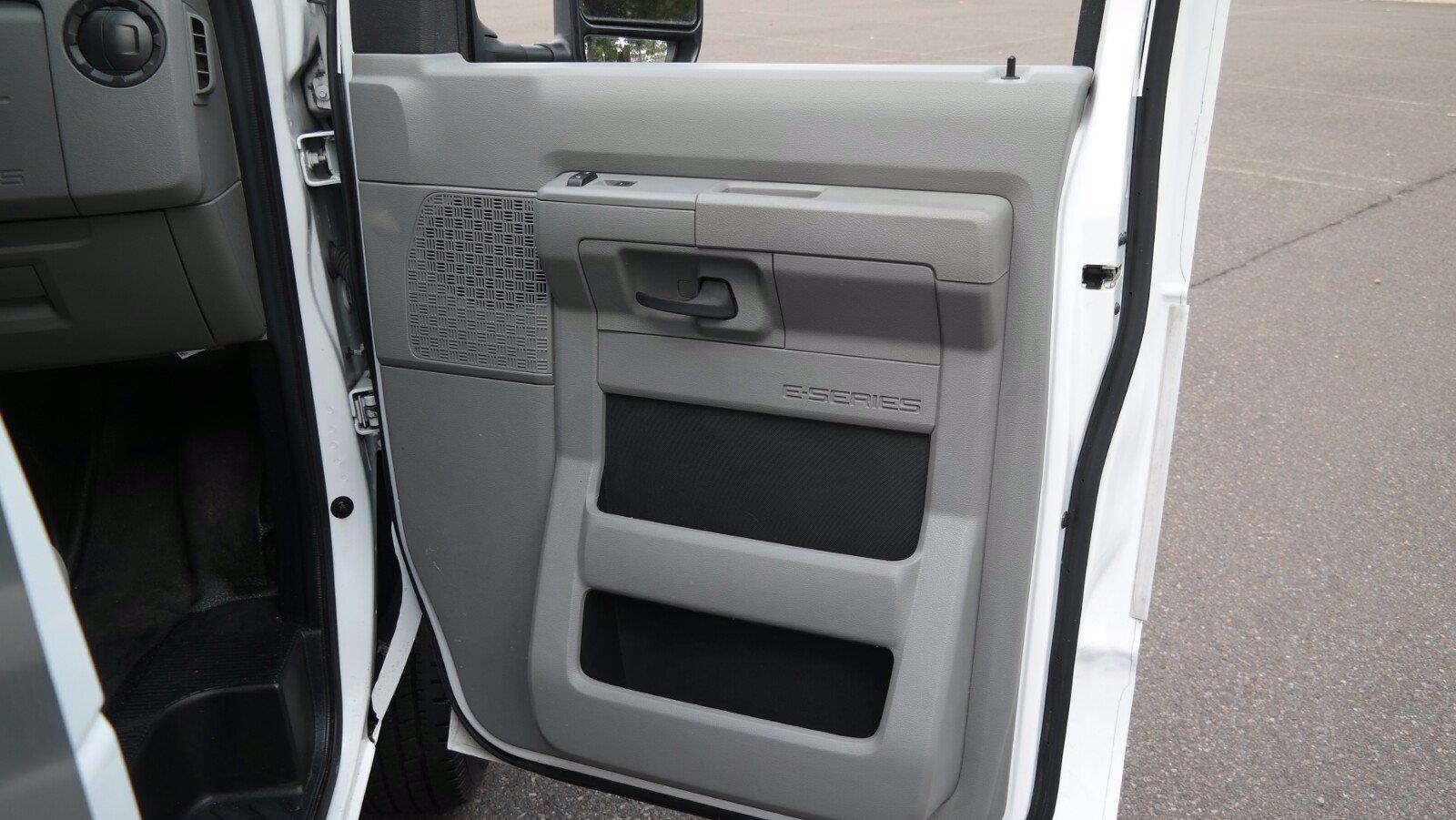 2019 E-350 4x2,  Dejana Truck & Utility Equipment DuraCube II Cutaway Van #FL1376C - photo 9