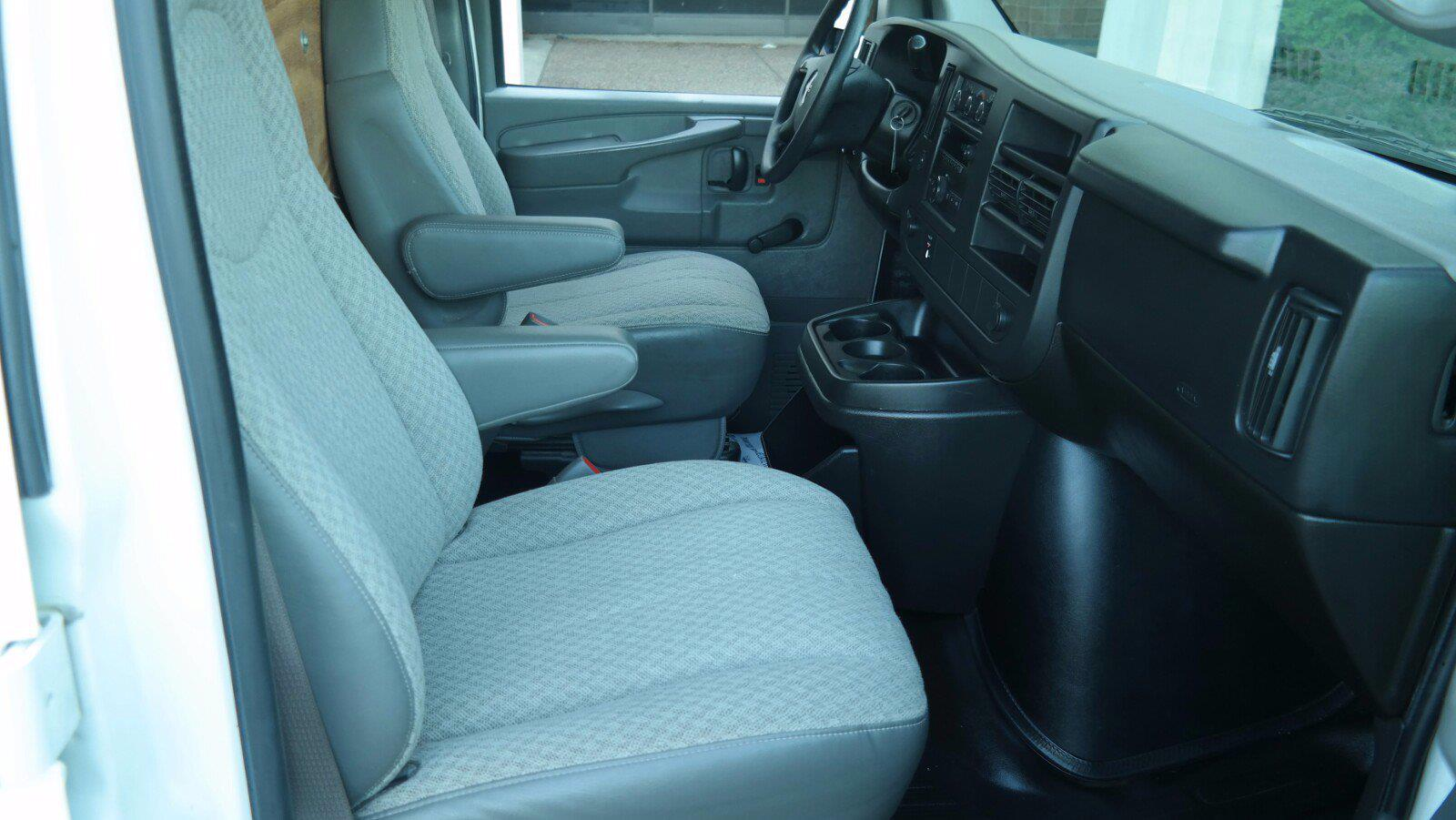 2008 GMC Savana 3500 4x2, Empty Cargo Van #FLU100842 - photo 10