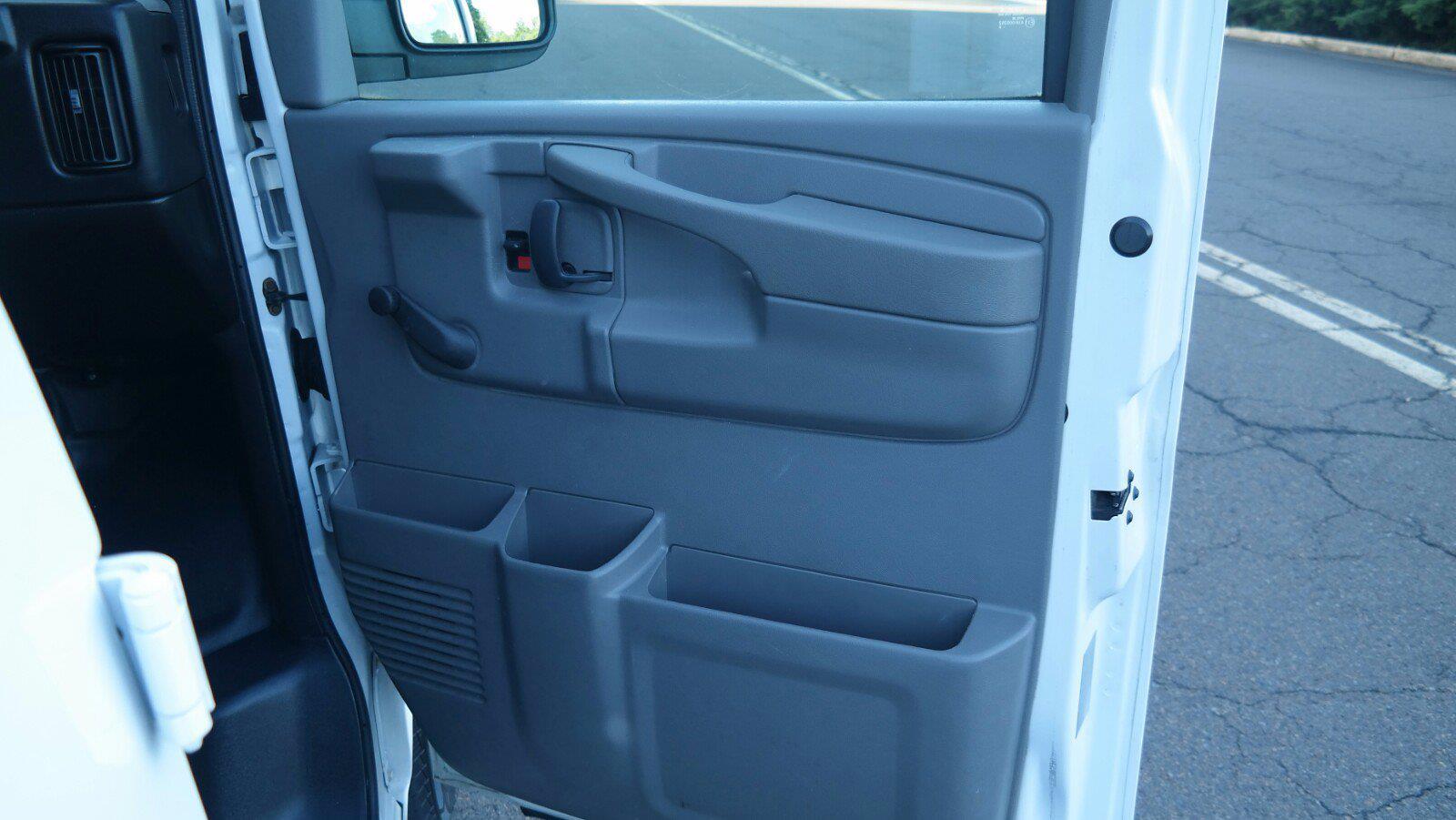 2008 GMC Savana 3500 4x2, Empty Cargo Van #FLU100842 - photo 11