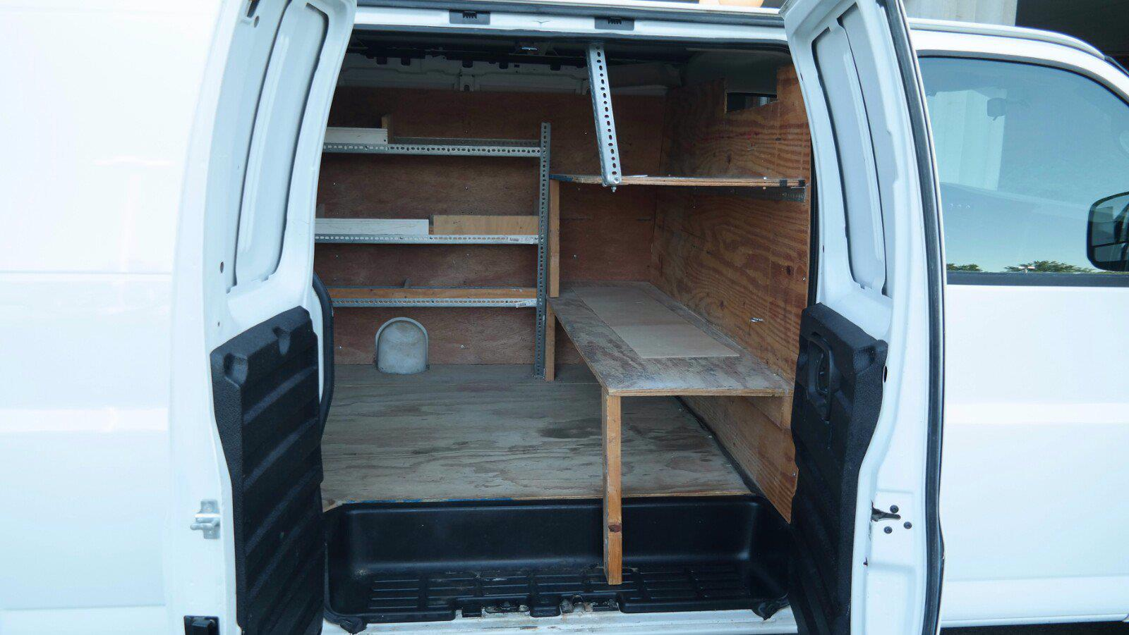 2008 GMC Savana 3500 4x2, Empty Cargo Van #FLU100842 - photo 2