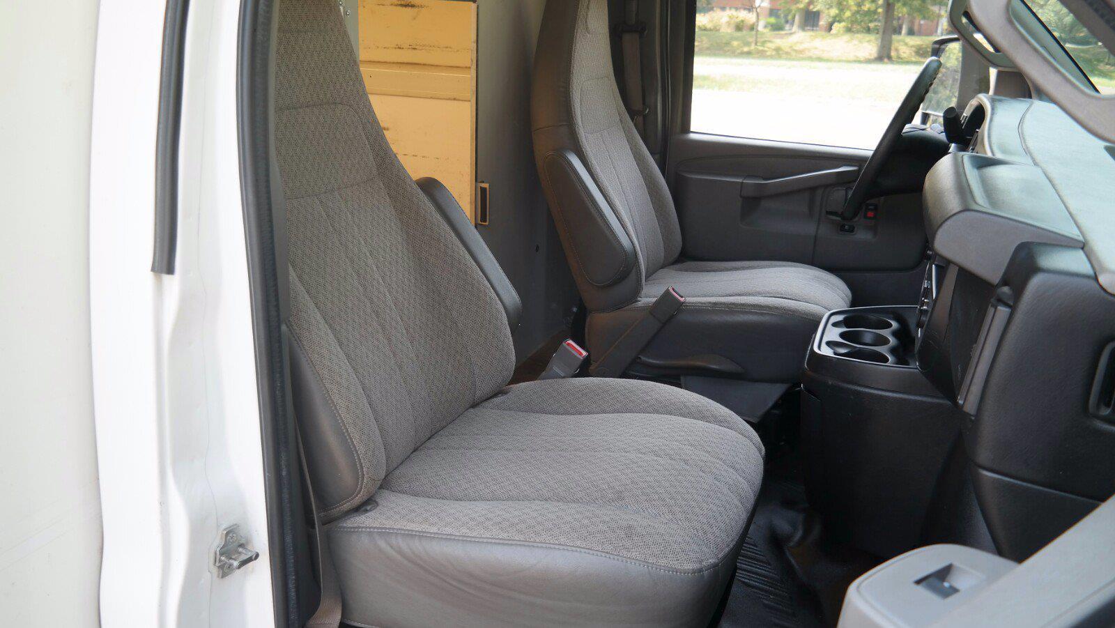 2017 Savana 3500,  Cutaway Van #FLU104361 - photo 9