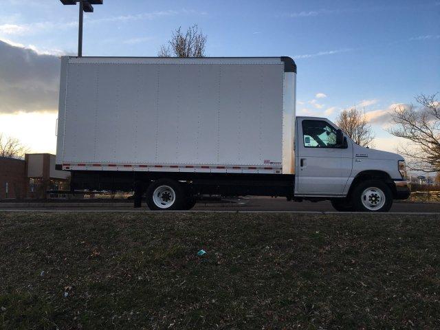 2019 Ford E-350 RWD, Morgan Parcel Aluminum Cutaway Van #FLU35342 - photo 3