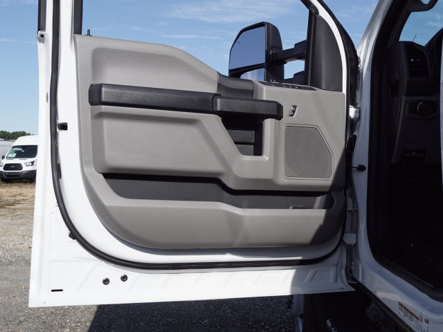 2019 F-450 Crew Cab DRW 4x2, CM Truck Beds TM Model Hauler Body #FT9906 - photo 16