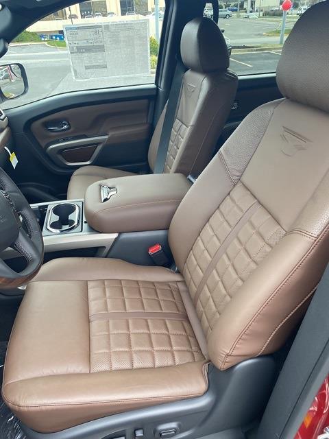 2021 Nissan Titan 4x4, Pickup #E508427 - photo 10