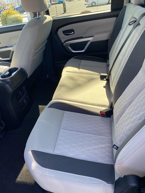 2021 Nissan Titan 4x4, Pickup #E514582 - photo 11
