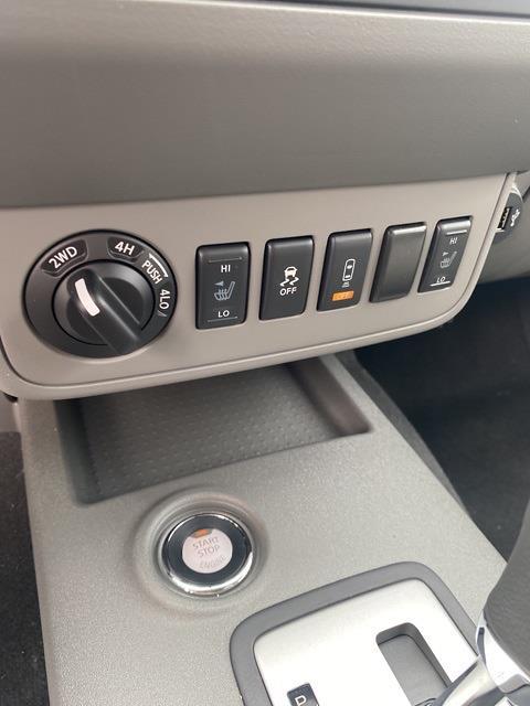 2020 Nissan Frontier Crew Cab 4x4, Pickup #E710591 - photo 29