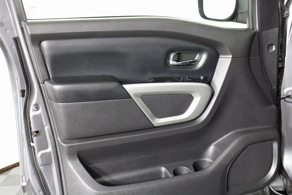 2018 Nissan Titan King Cab 4x4, Pickup #D219232A - photo 11