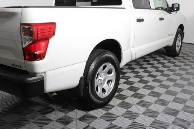 2019 Titan Crew Cab 4x4,  Pickup #D502047 - photo 1
