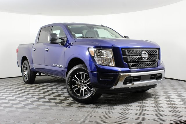 2020 Nissan Titan Crew Cab 4x4, Pickup #D504825 - photo 1