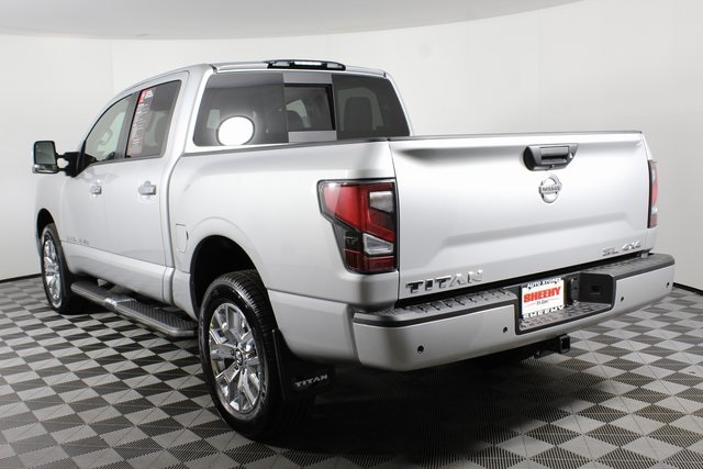 2020 Nissan Titan Crew Cab 4x4, Pickup #D507321 - photo 6
