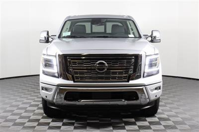 2020 Nissan Titan Crew Cab 4x4, Pickup #D507321 - photo 4