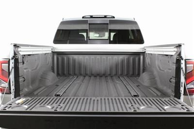 2020 Nissan Titan Crew Cab 4x4, Pickup #D507321 - photo 8