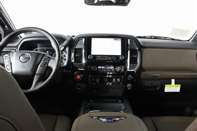 2020 Nissan Titan Crew Cab, Pickup #D511974 - photo 15