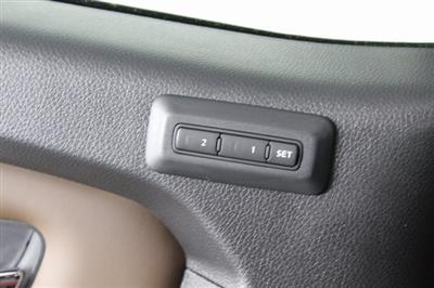 2020 Nissan Titan Crew Cab, Pickup #D511974 - photo 31