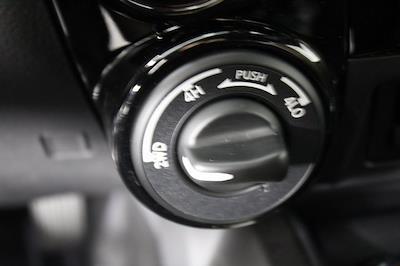 2021 Nissan Titan 4x4, Pickup #D517257 - photo 21