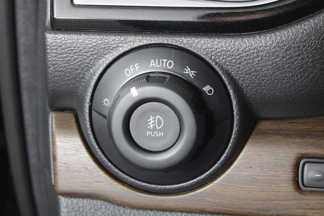 2021 Nissan Titan 4x4, Pickup #D520396 - photo 31