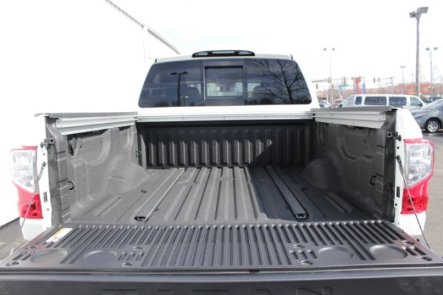 2019 Titan Crew Cab 4x4,  Pickup #D520542 - photo 6