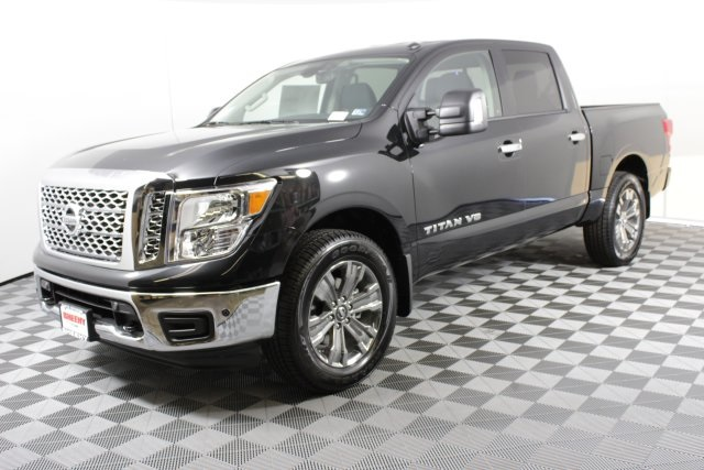 2019 Titan Crew Cab 4x4,  Pickup #D529036 - photo 5