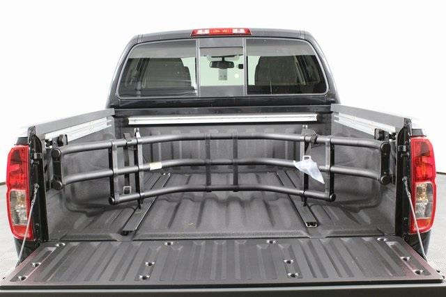 2020 Nissan Frontier Crew Cab 4x4, Pickup #D710204 - photo 3