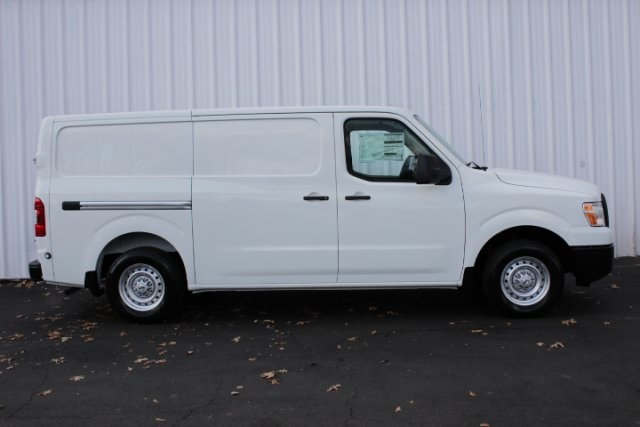2019 NV2500 Standard Roof 4x2, Empty Cargo Van #D802575 - photo 3