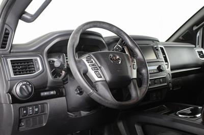 2018 Nissan Titan Crew Cab, Pickup #DP13657A - photo 10
