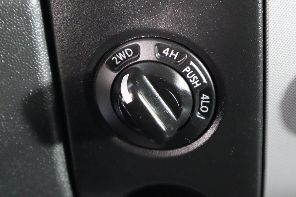 2011 Nissan Titan Crew Cab 4x4, Pickup #DX25200A - photo 25