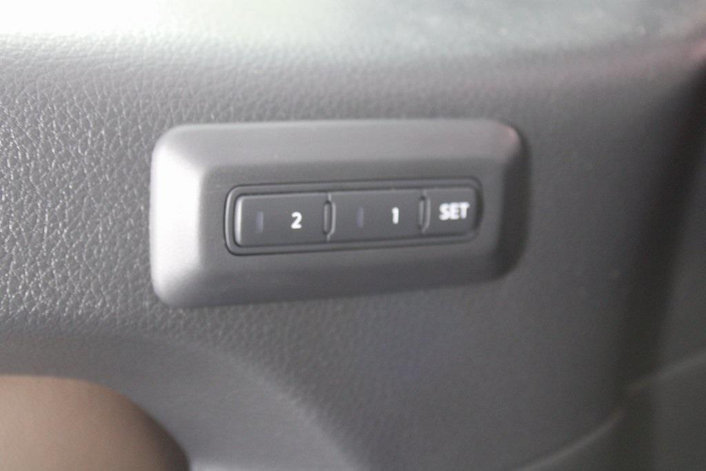 2021 Nissan Titan 4x4, Pickup #DX505079 - photo 32
