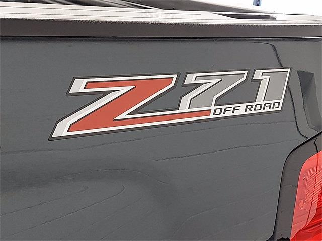 2017 Chevrolet Silverado 1500 Crew Cab 4x4, Pickup #KR8529 - photo 28