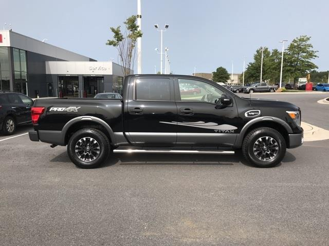 2017 Nissan Titan Crew Cab 4x4, Pickup #U506639A - photo 3